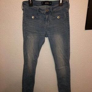 hollister light wash mid-rise skinny jeans